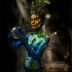 """""""Betrayal"""" in Living Art America Body Painting contest"""
